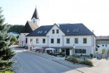 mitten im Ort Winklarn befindet sich unser Straussenhof